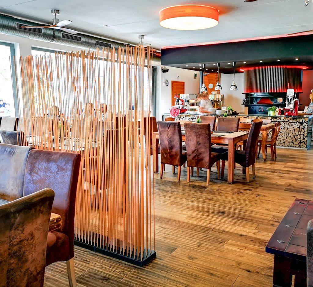 Trennwand Restaurant, Raumteiler Gastronimie, Restauranteinrichtung, Restaurant einrichten Ideen